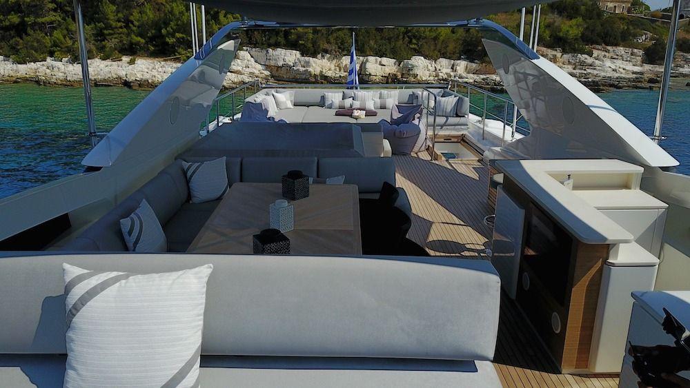 DRAGON Motor Yacht Flybridge