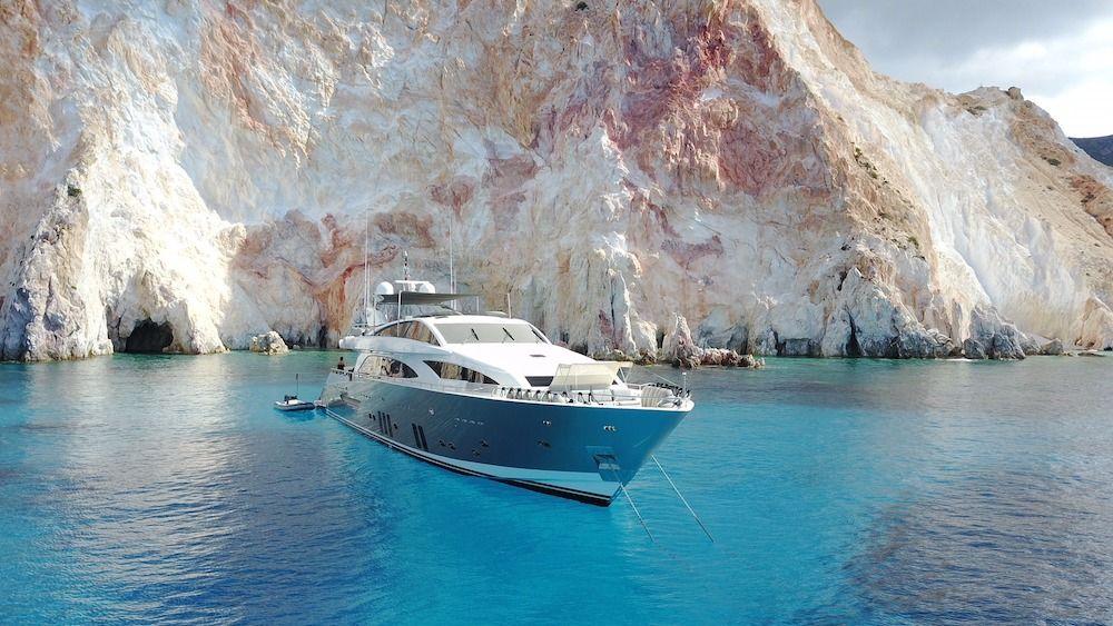 DRAGON Motor Yacht Cyclades