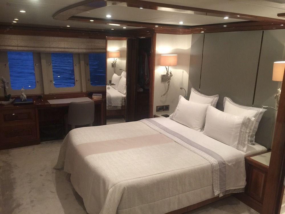 DRAGON Motor Yacht Master Cabin