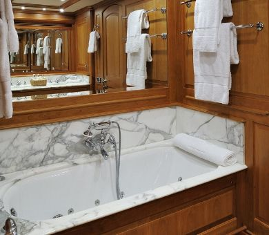 DRUMBEAT Alloy 53m Luxury Sailing Yacht Master Bathroom