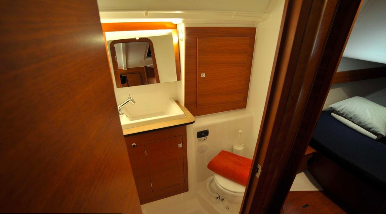 Dufour 382 - Cabin