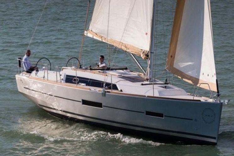 Charter Yacht Dufour 382 - 2018 - 3 Cabins (3 doubles) - Southampton - Hamble - Port Solent