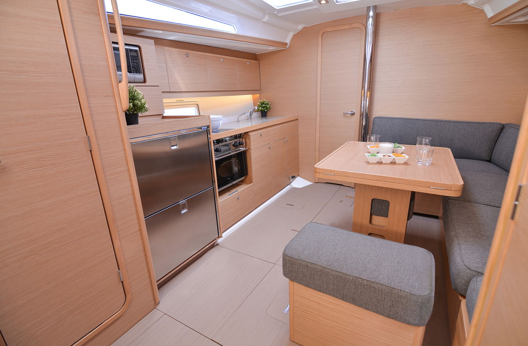 Dufour 390GL Dining