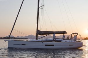 Dufour 520 - 4 + 1 cabins (4 double + 1 bunk) - Athens - Alimos