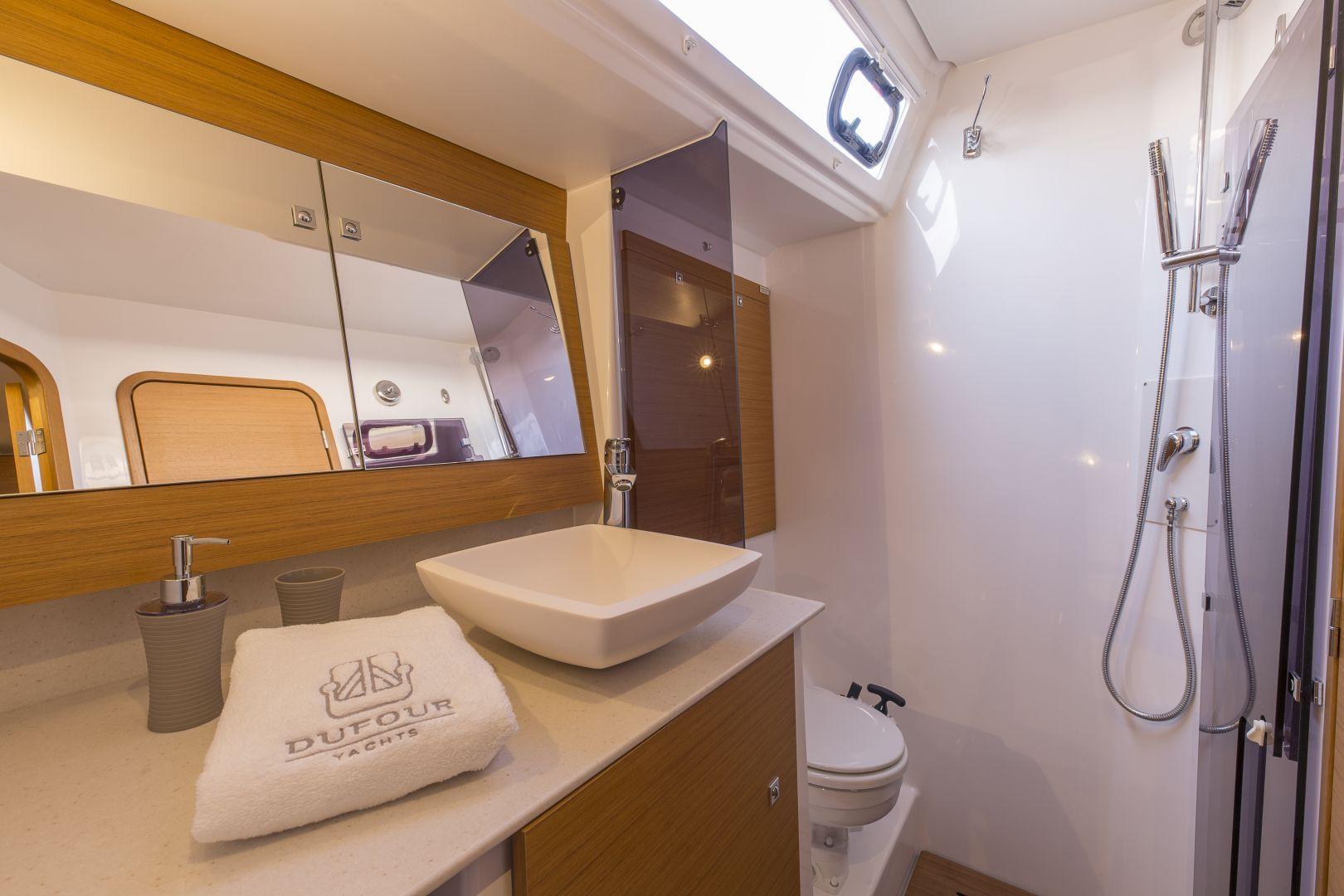Dufour 520 Bathroom