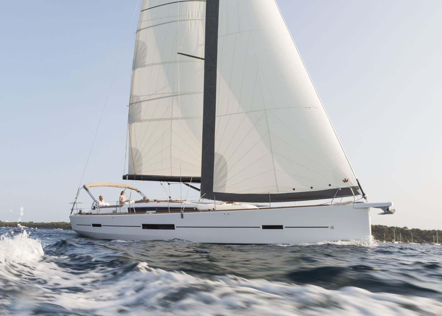 Dufour 520 Sailing