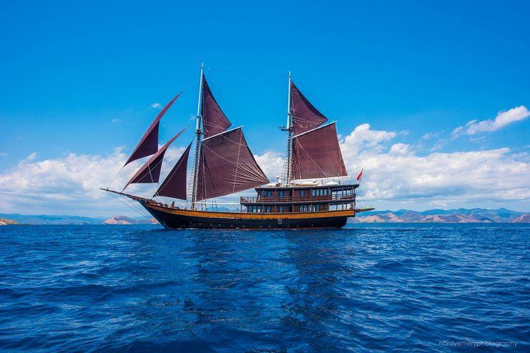 Charter Yacht DUNIA BARU - 7 Cabins - Indonesia, Southeast Asia