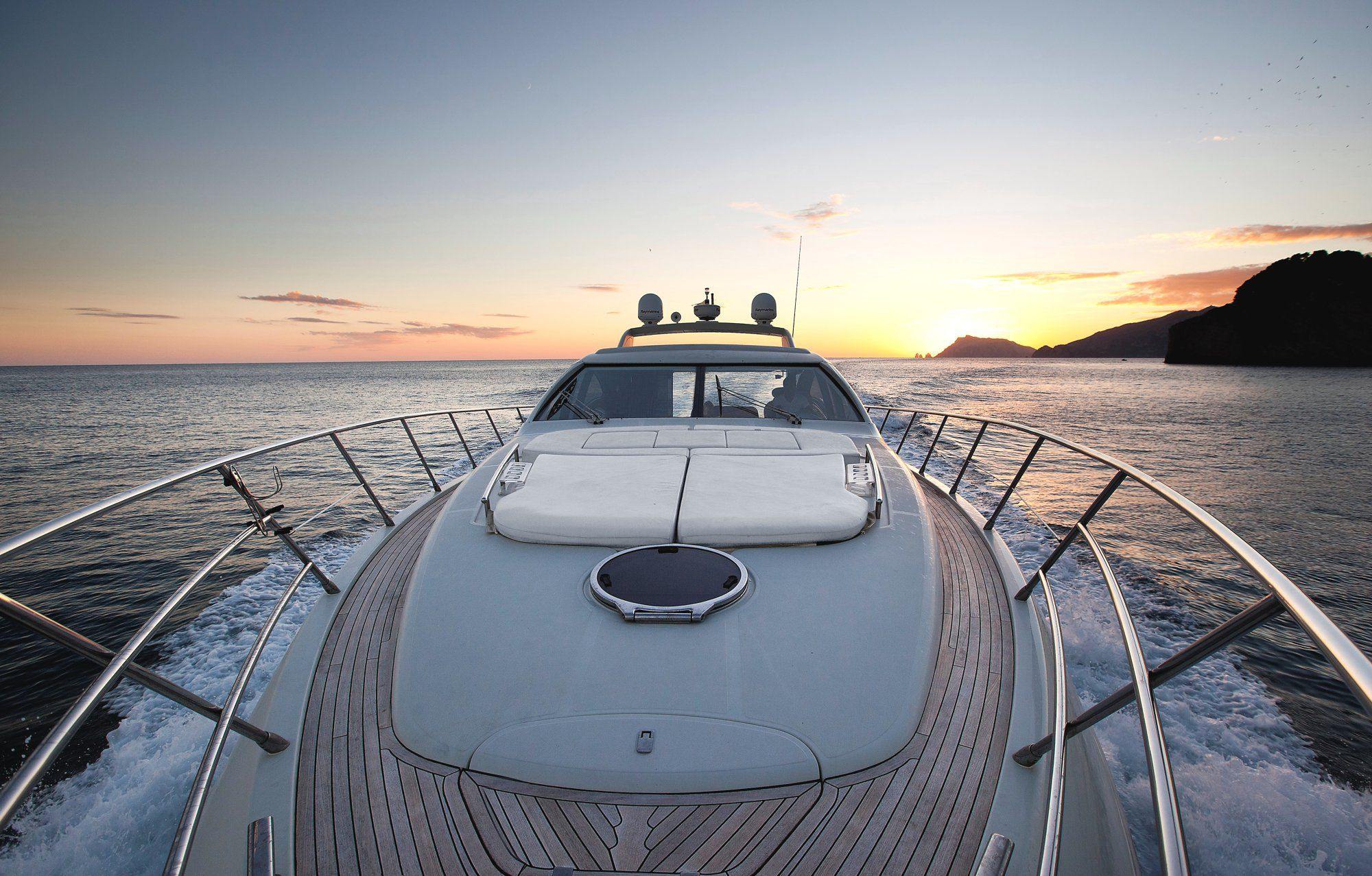 Foredeck with sun mattresses