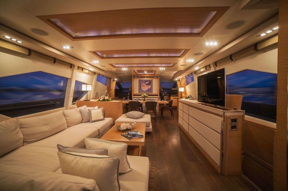 ELEVEN I Italcraft 90 Motoryacht Salon