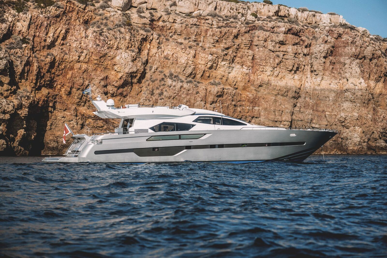 ELEVEN I Italcraft 90 Motoryacht Side View
