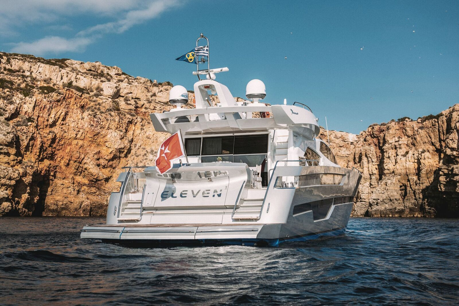 ELEVEN I Italcraft 90 Motoryacht Rear View