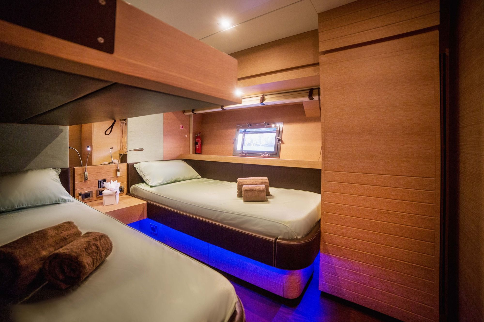 ELEVEN I Italcraft 90 Motoryacht Twin Cabin