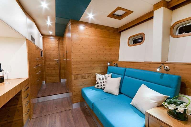 Excess Sunreef 70 Master Lounge