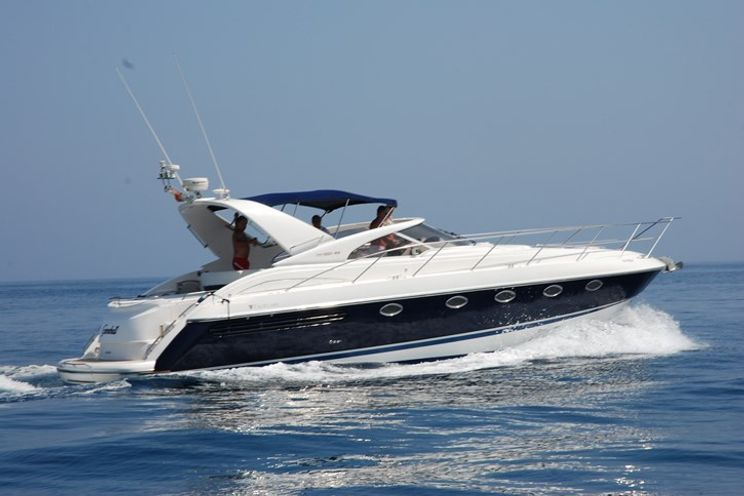 Charter Yacht Fairline Targa 43 - Day Charter Capacity 9 - Puerto Banus - Marbella