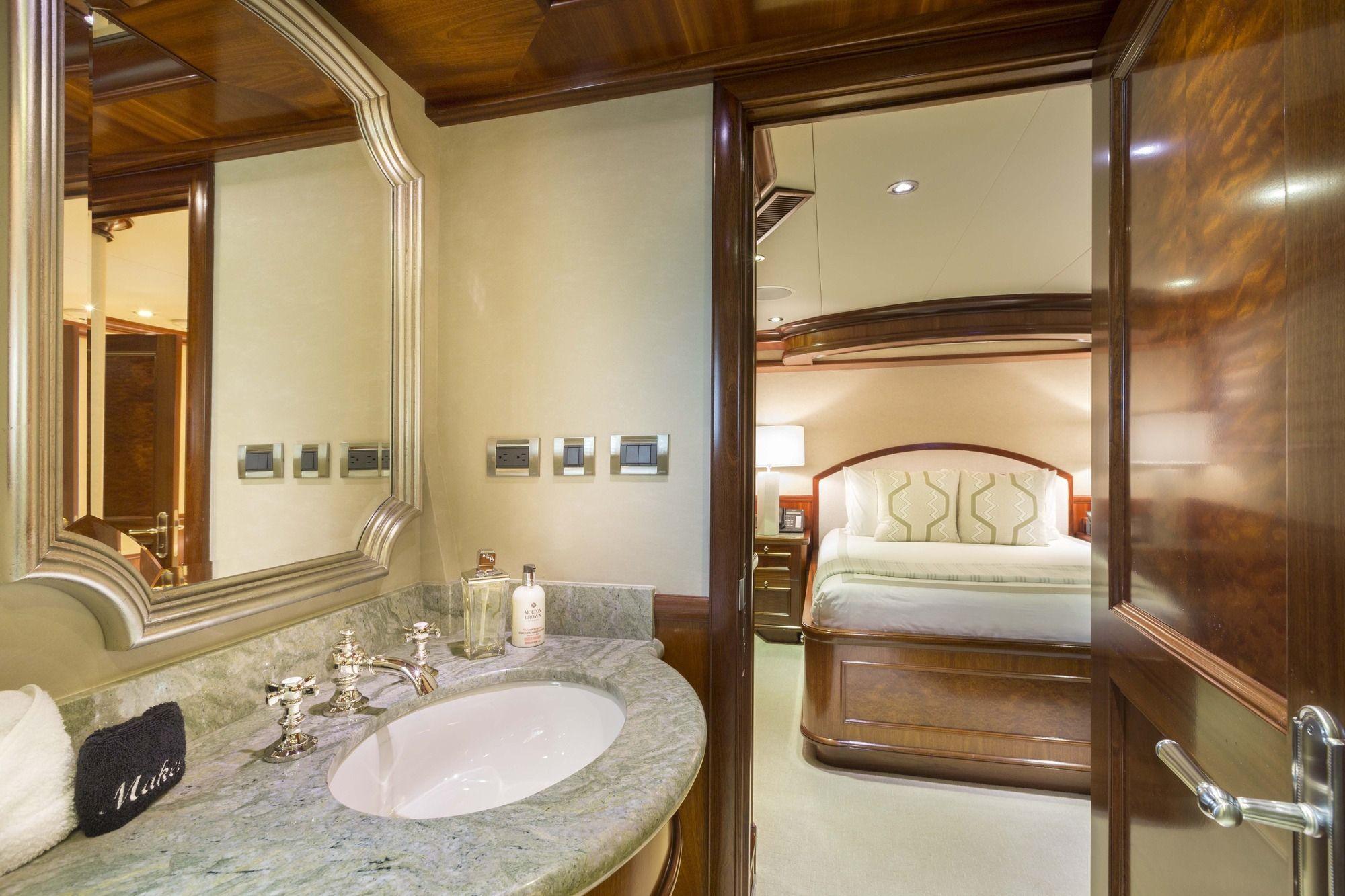 FAR FROM IT Richmond 142 Guest Bathroom