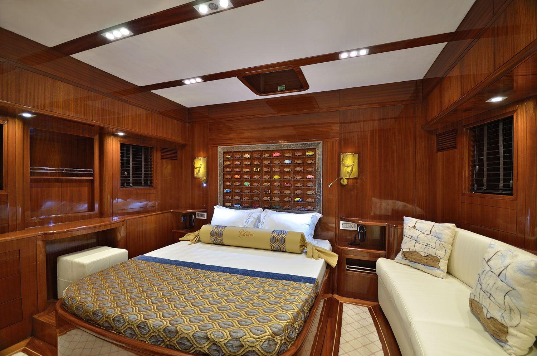 GLORIOUS II Cabin