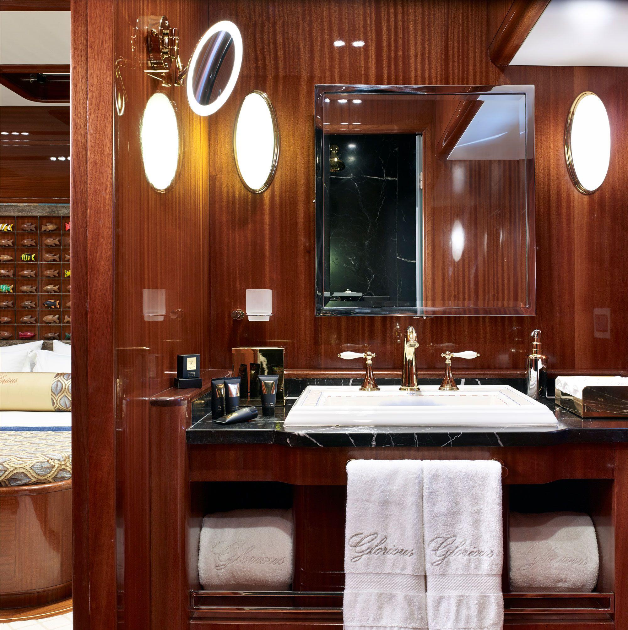 GLORIOUS II Bathroom