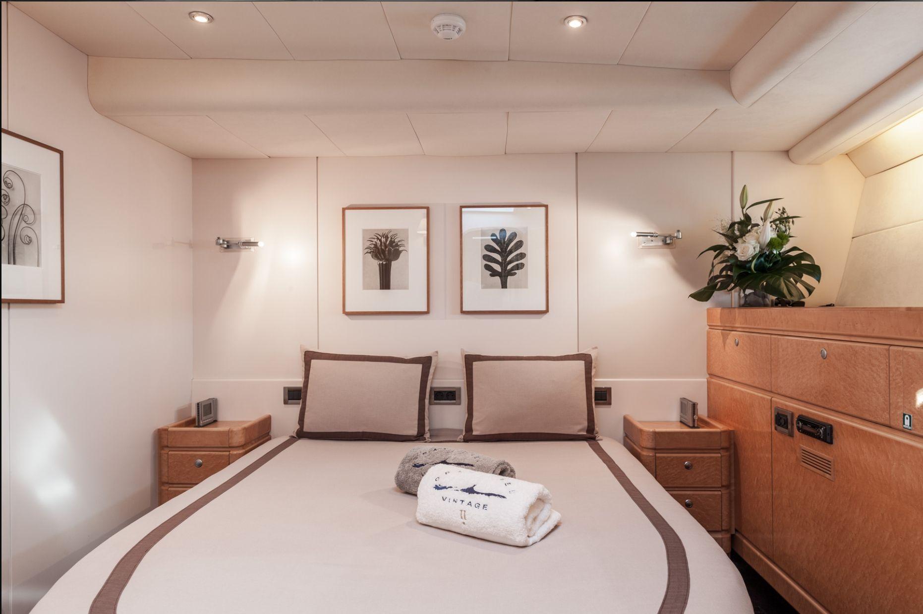 GRAND BLEU VINTAGE CNB 95 Guest Cabin