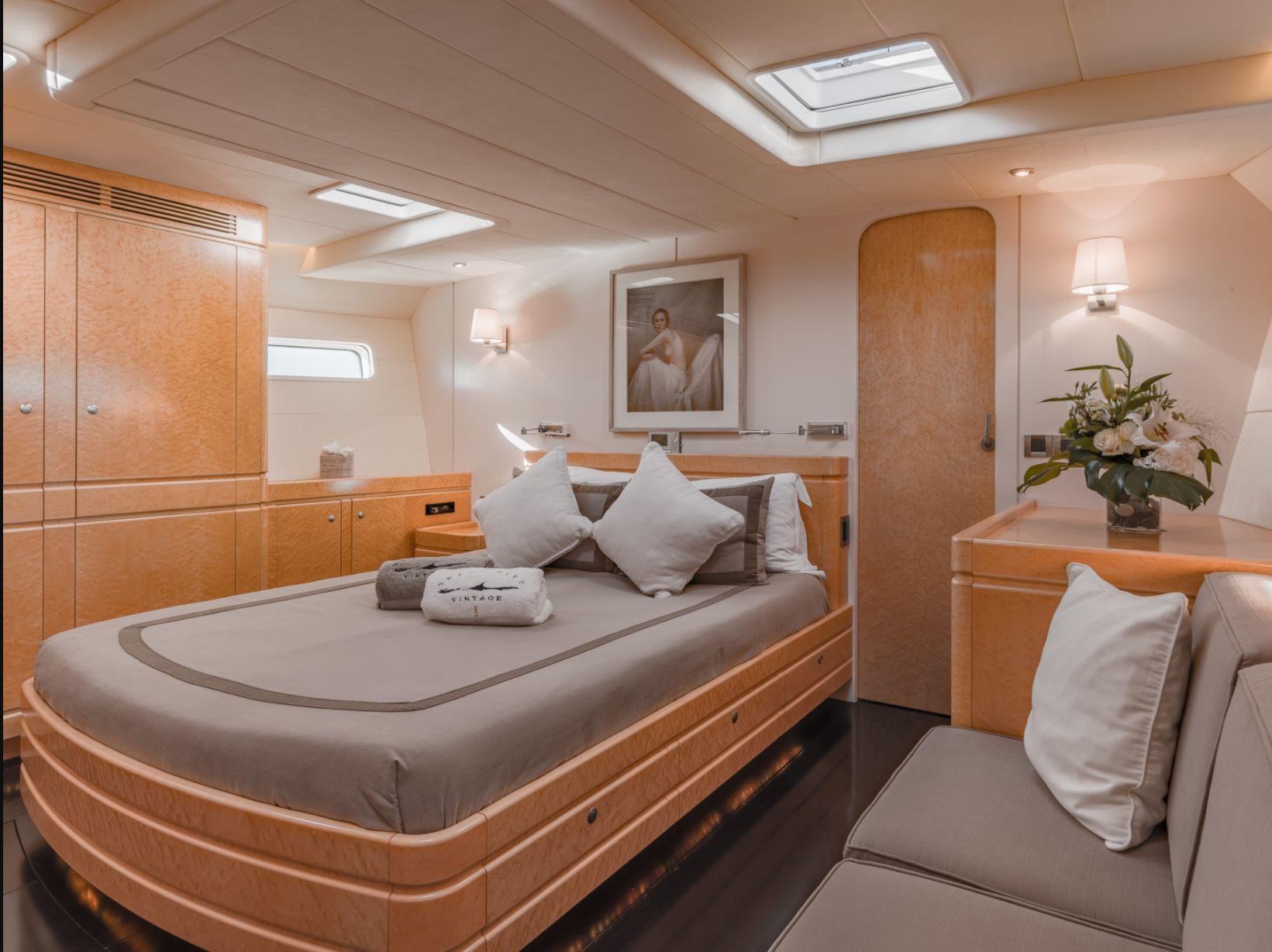 GRAND BLEU VINTAGE CNB 95 Master Cabin