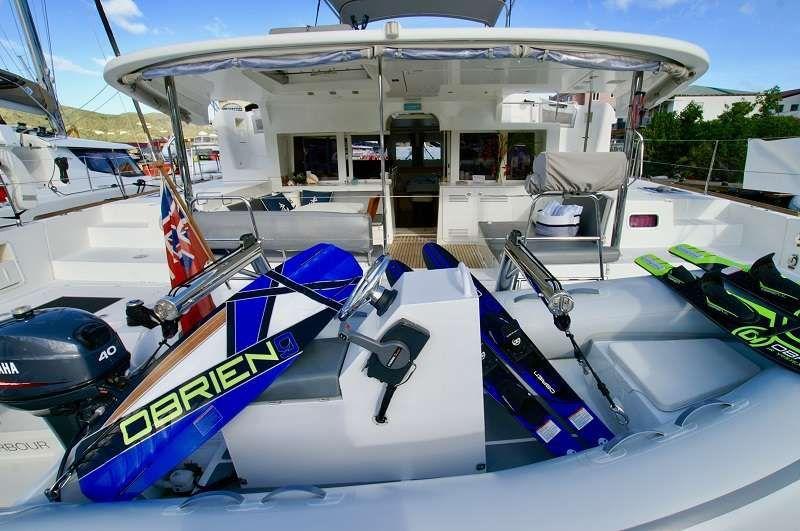 GYPSY PRINCES Lagoon 450 Skis