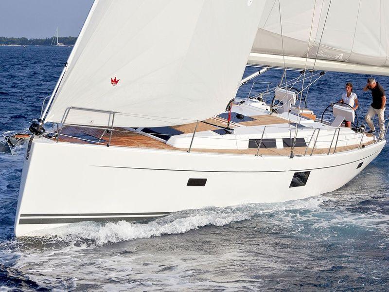 Hanse 455 under sail