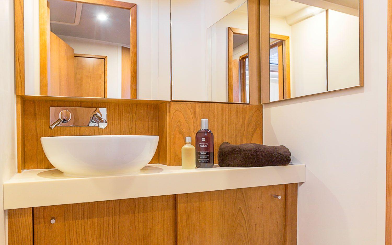 Hanse 455 Bathroom