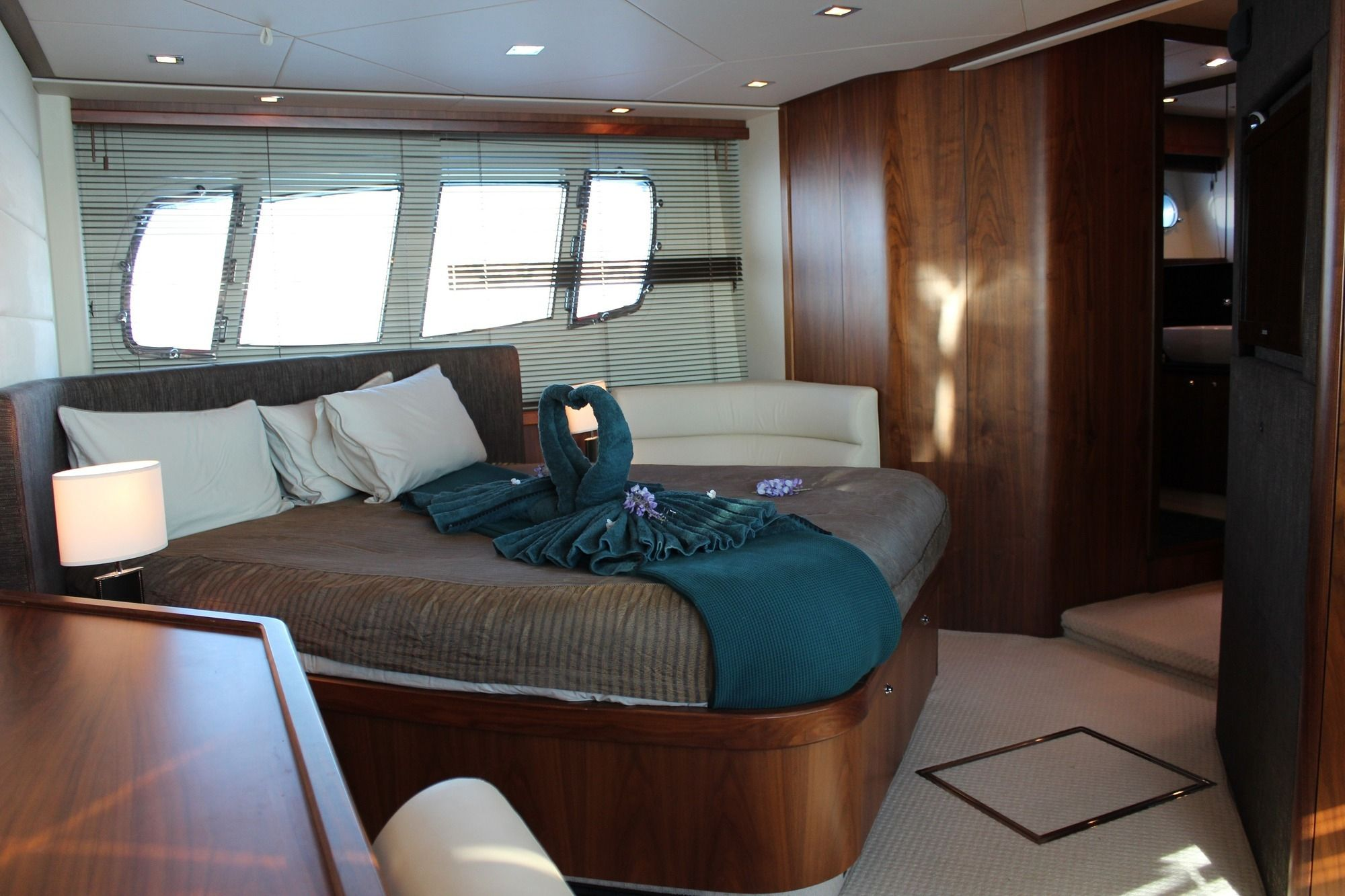HAYAT Sunseeker 22m Master Cabin