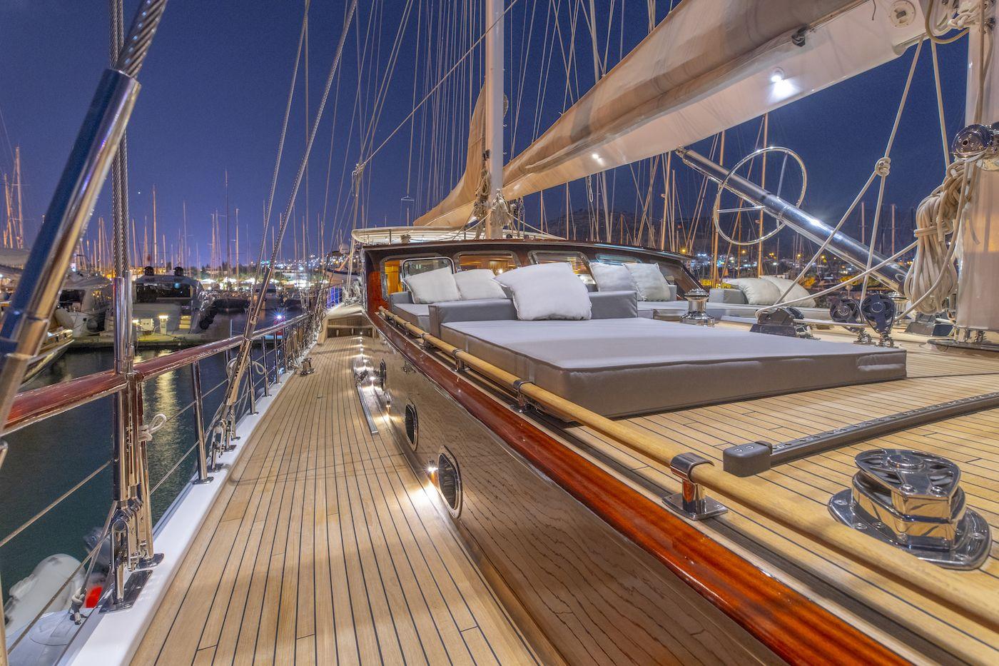 HIC SALTA Deck