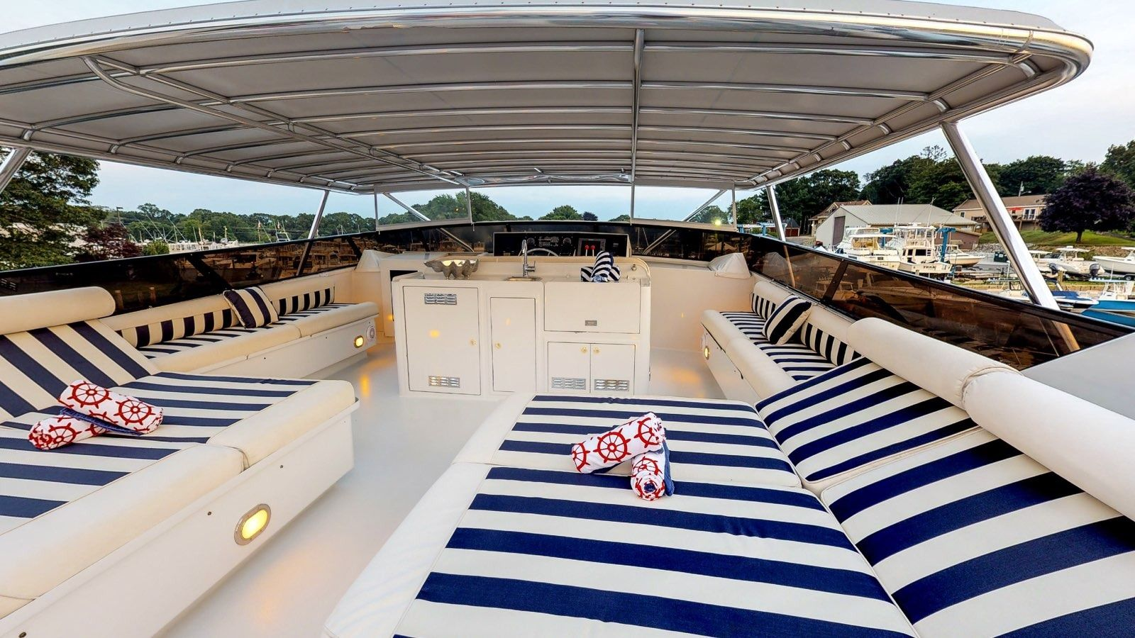 Boatbookings Yacht Charter Independence 3 Flybridge