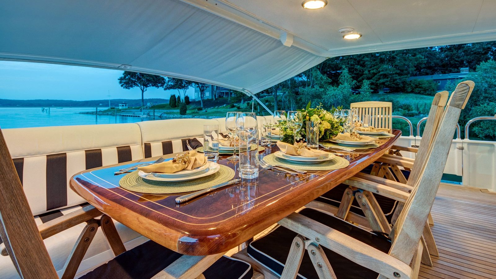 Boatbookings Yacht Charter Independence 3 Aft Dining
