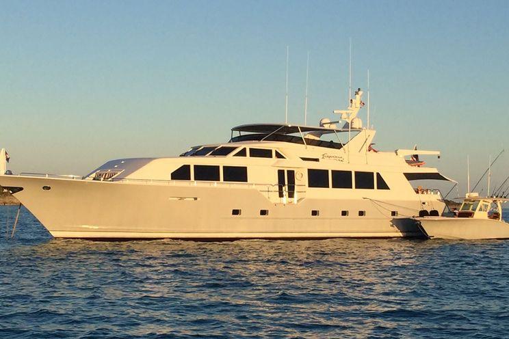 Charter Yacht INDEPENDENCE 3 - Broward Marine 35m - 4 Cabins - Bahamas