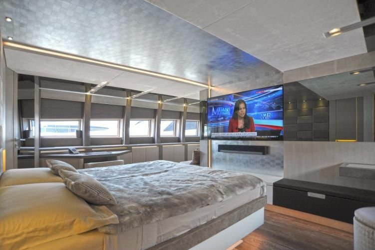IROCK Master Cabin