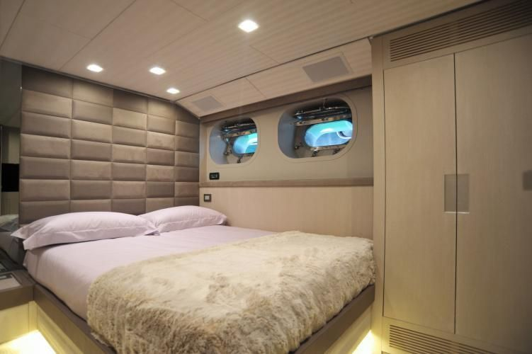 IROCK Double Cabin