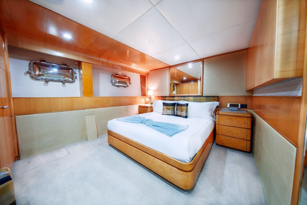 ISLAND HEIRESS Guest Cabin