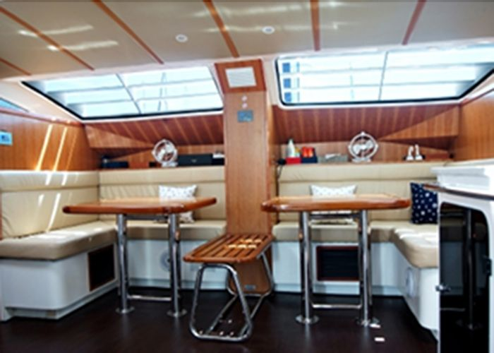 Island Spirit 38 - Salon