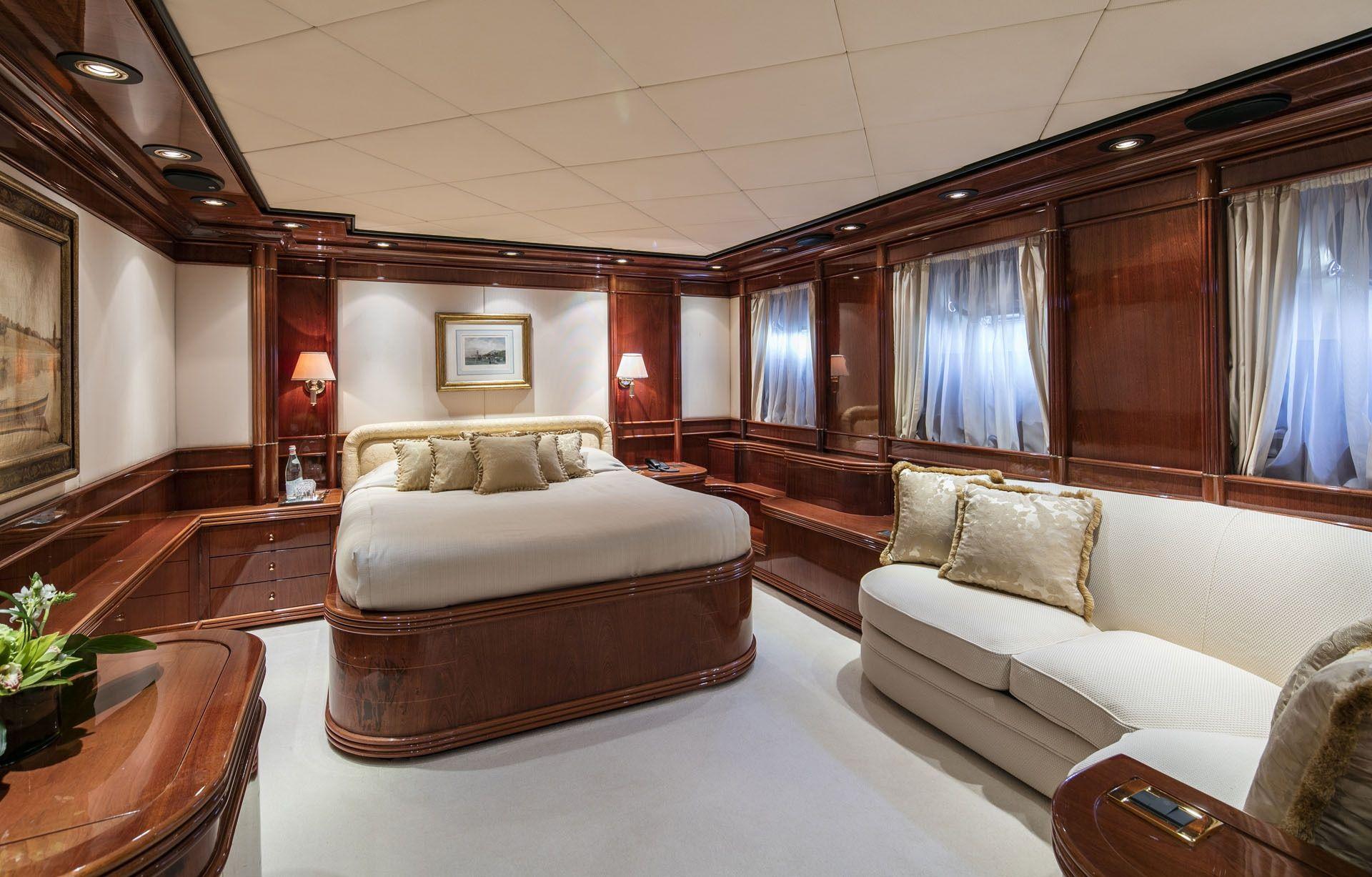 JAAN Intermarine SPA 138 Double Cabin