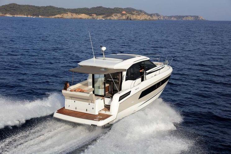 Charter Yacht Jeanneau Power NC 33 - 2 Cabins - 2019 - Annapolis