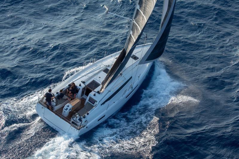Jeanneau Sun Odyssey 410 Sailing
