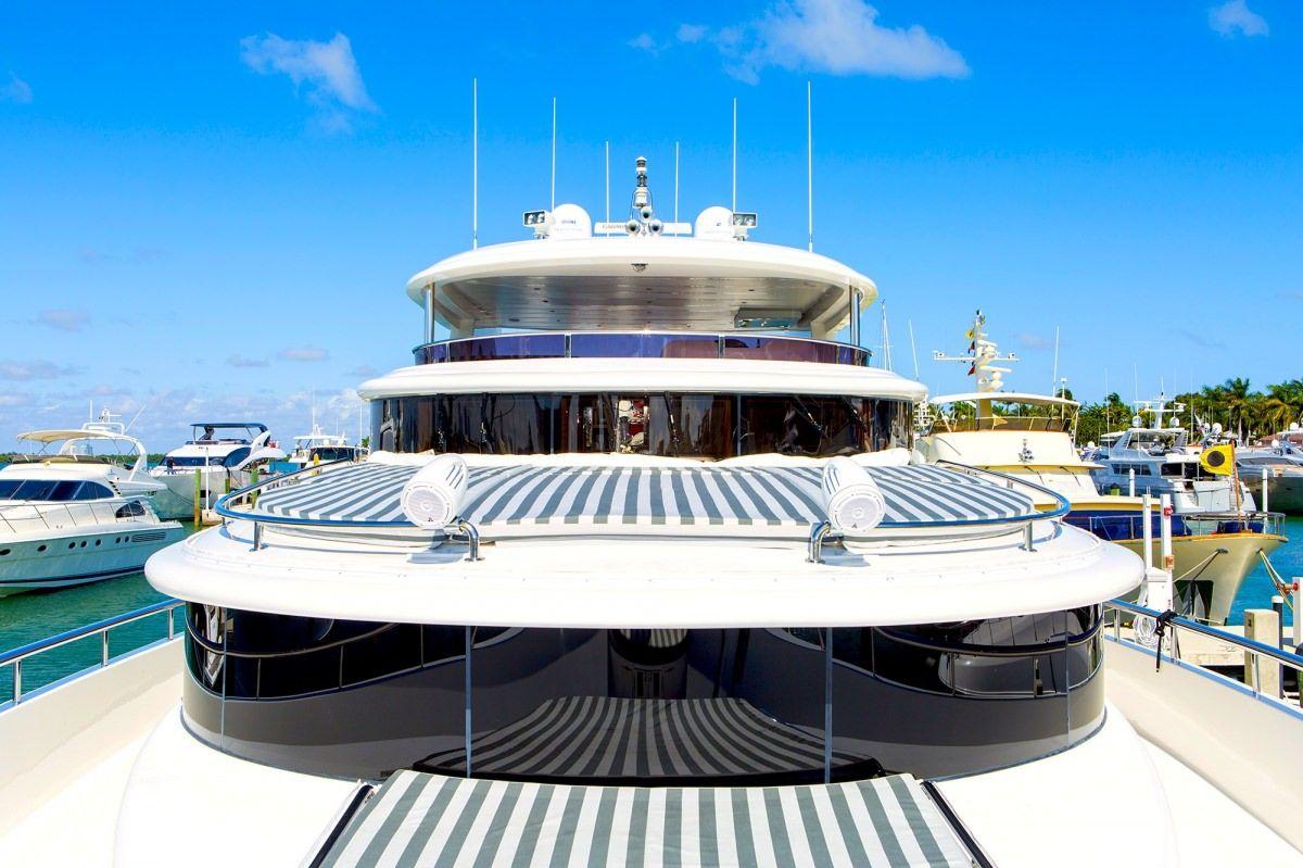 Miami Day Charter Yacht JULIA DOROTHY Johnson 103 Bow