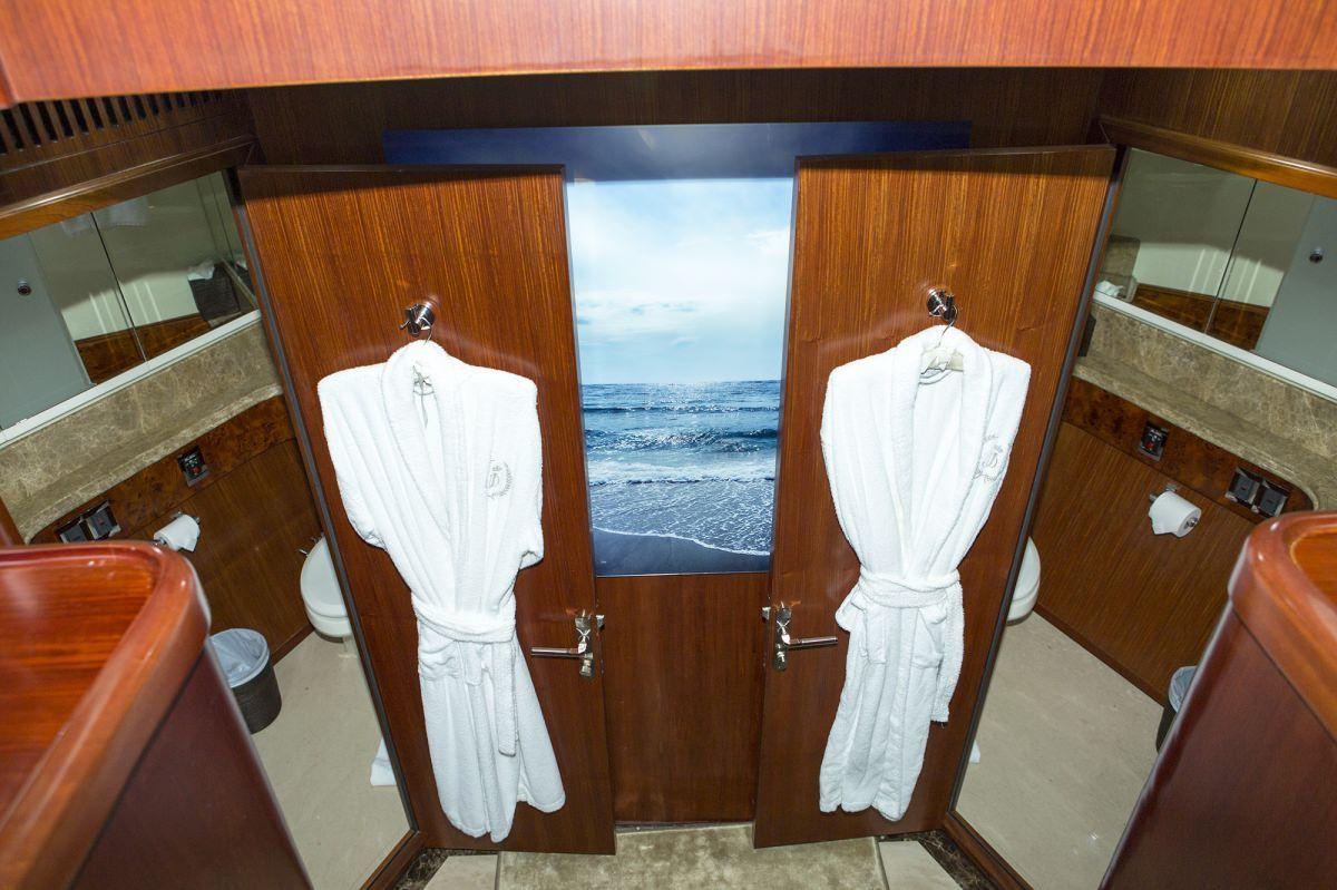 Miami Day Charter Yacht JULIA DOROTHY Johnson 103 Bathroom