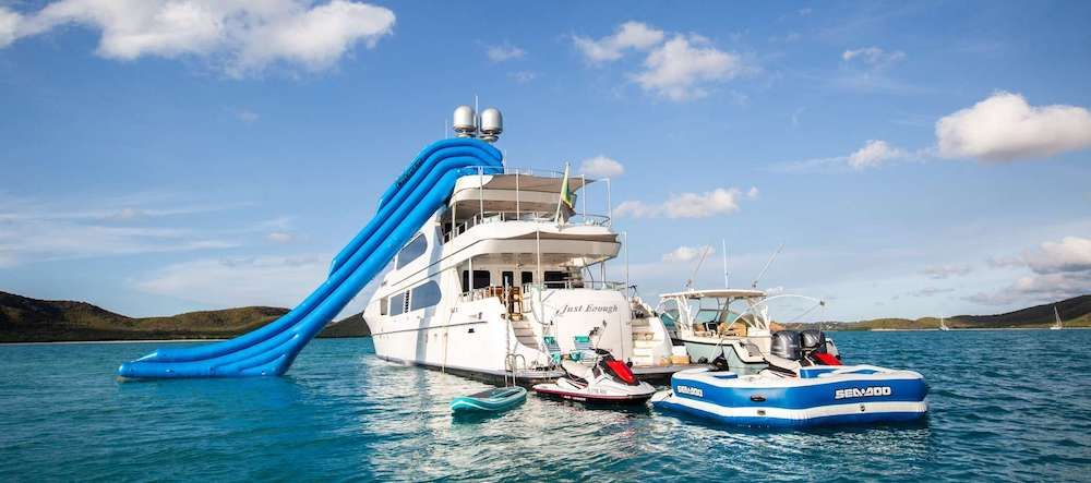 JUST ENOUGH Motor Yacht Stern Toys
