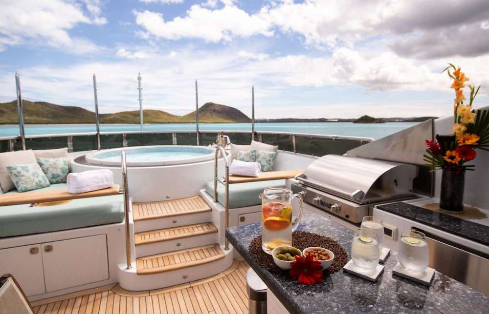 JUST ENOUGH Motor Yacht Jacuzzi