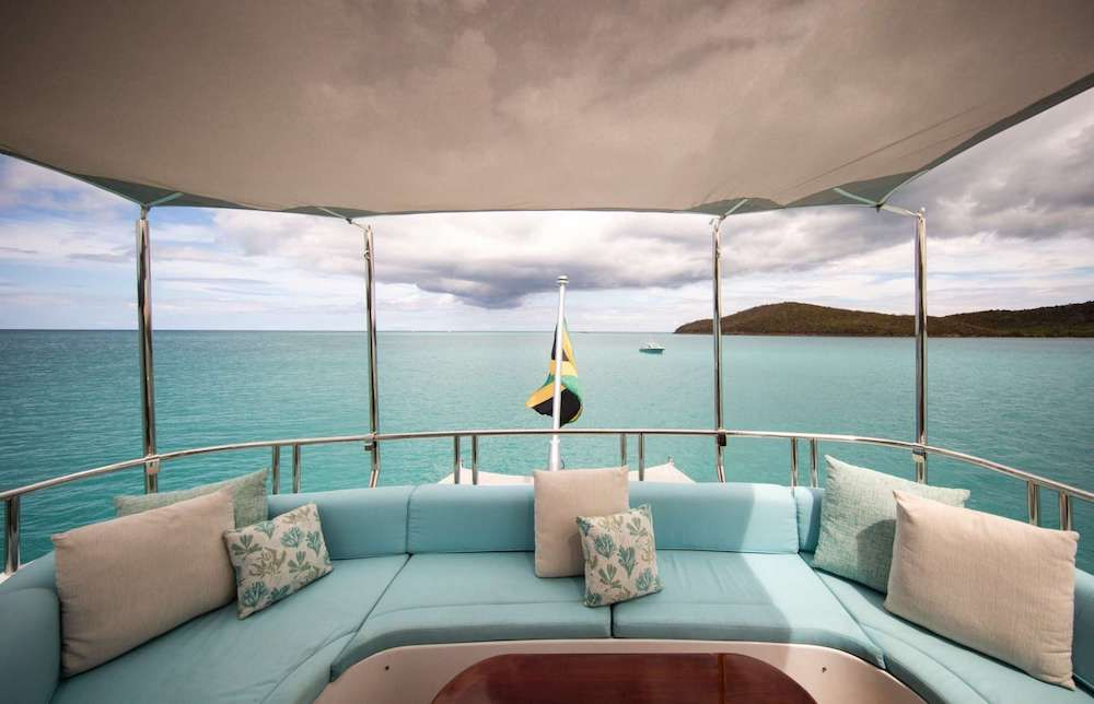 JUST ENOUGH Motor Yacht Lounging