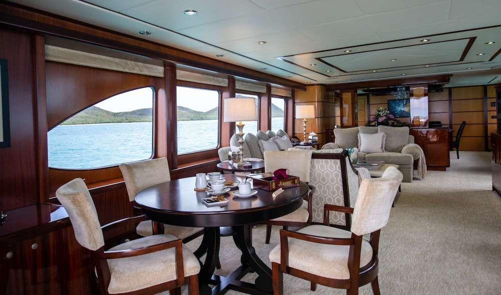 JUST ENOUGH Motor Yacht Salon