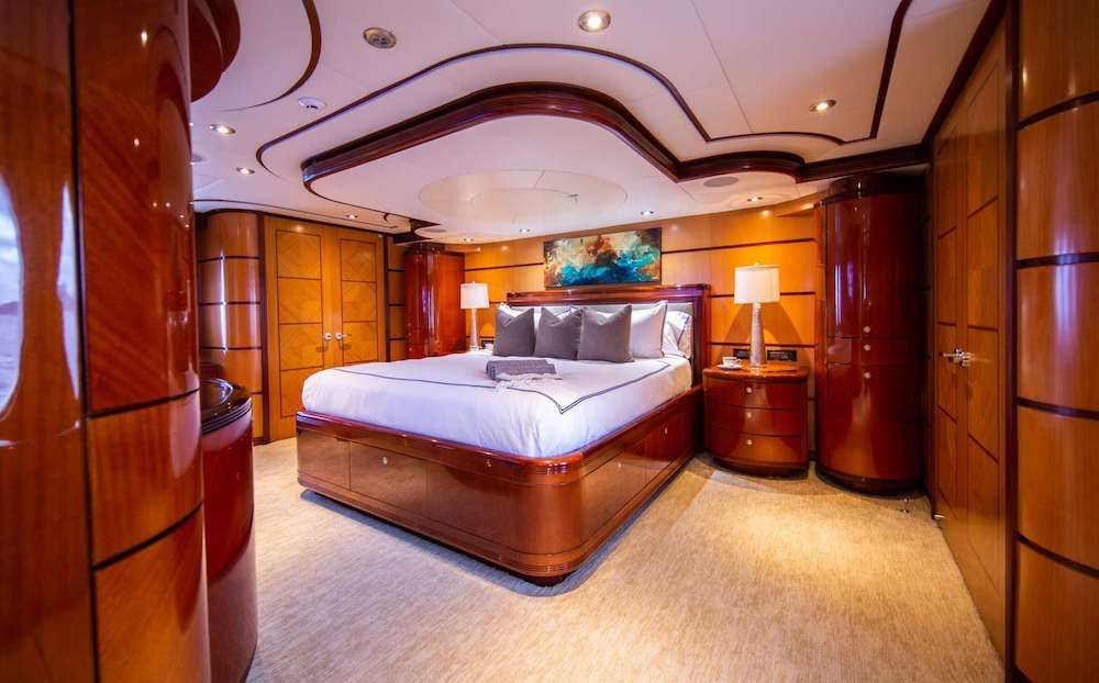 JUST ENOUGH Motor Yacht Master