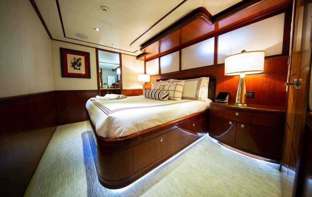 JUST ENOUGH Motor Yacht Cabin