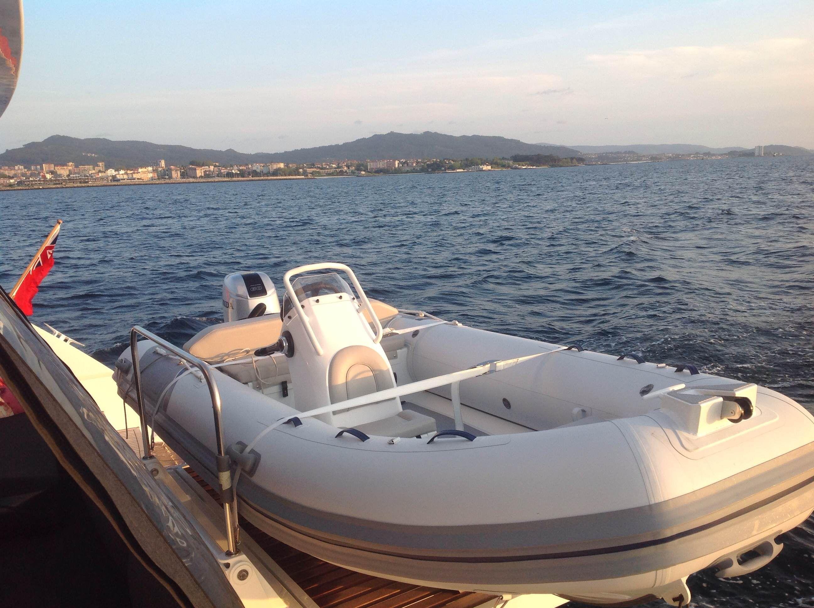 KASKAZI FOUR Lagoon 620 Luxury Catamaran Tender