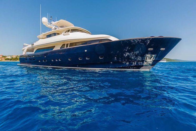 Charter Yacht KLOBUK - Ferretti Navetta 30m - 5 Cabins - Split - Zadar - Dubrovnik