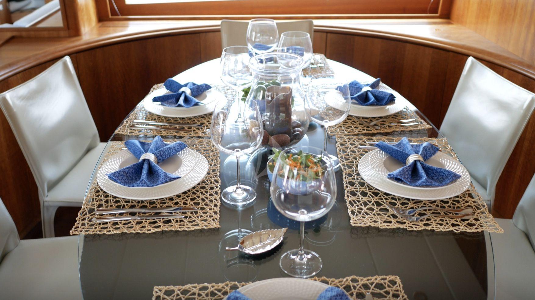 Saloon dining