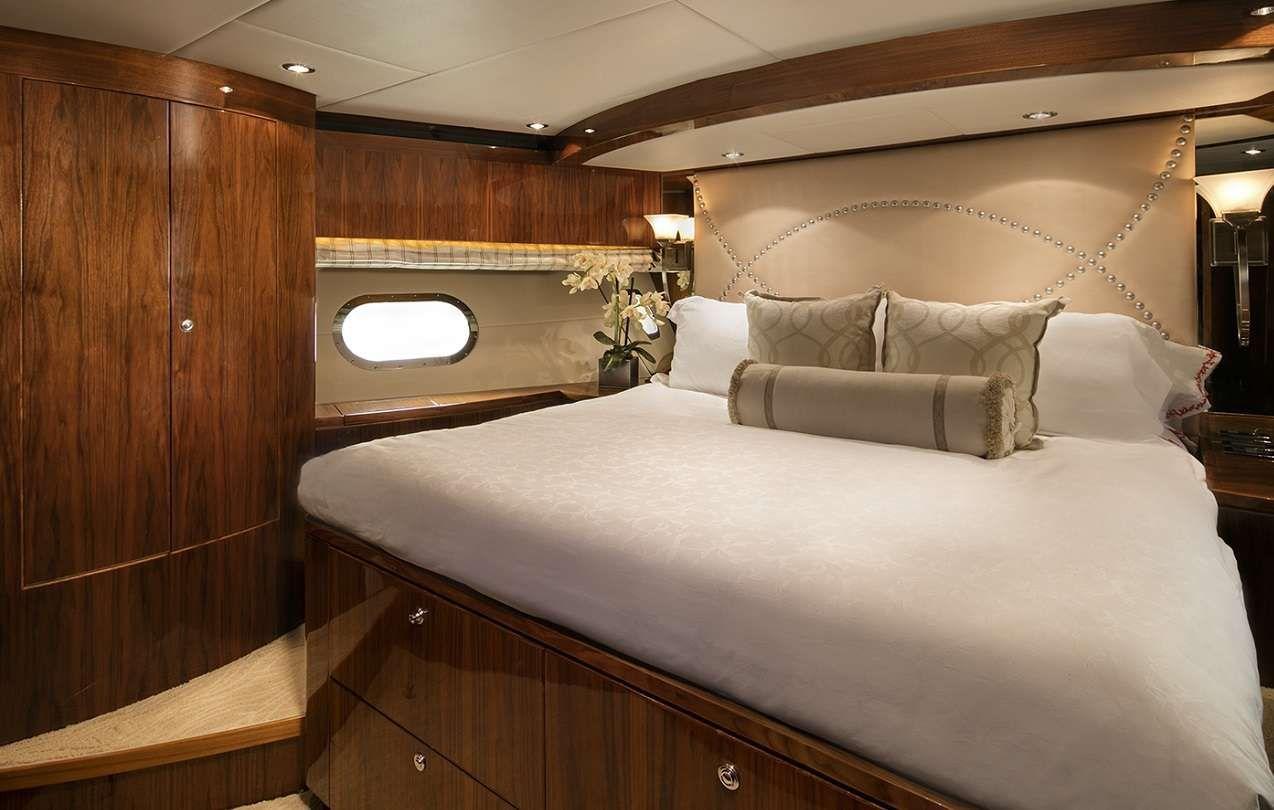 LADY DEENA II Hargrave 101 Luxury Motoryacht VIP Cabin